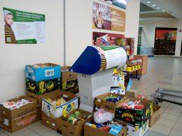 A vasárnapi gyűjtés során kapott 410 kg élelmiszeradomány látható a képen