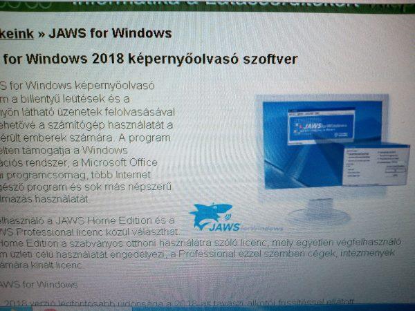 Egy laptop látható a képen, amelyikre éppen a jaws szoftvert fogja valaki letölteni