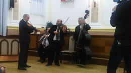Lakatos Ferenc és zenekara játszik a kispesti Roma gálán