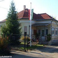 A képen a klubnapok helyszíne, a Rákoshegyi Közösségi Ház látható.