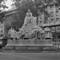 Vörösmarty szobor